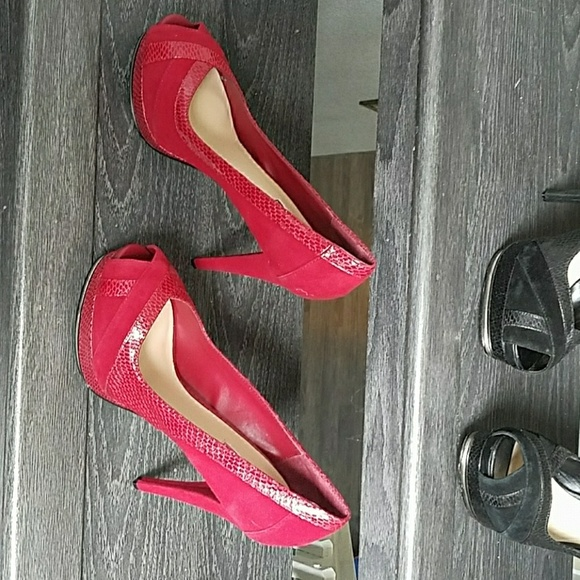 H by Halston Shoes - Over shoes 👠👡👠